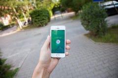 Pokemon va gioco sullo schermo del iPhone Fotografia Stock Libera da Diritti