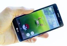 Pokemon va gioco in una mano Krabby Fotografia Stock