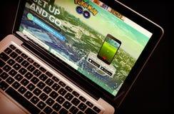 Pokemon va Home Page sul monitor dello schermo del computer portatile del primo piano Immagini Stock