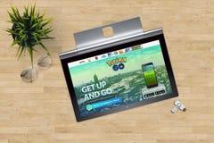 Pokemon va Home Page sullo schermo del computer portatile del primo piano sul fondo dell'ufficio Immagini Stock
