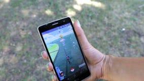 Pokemon va juego en una mano metrajes