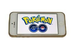 Pokemon vai logotipo em um smartphone Fotografia de Stock Royalty Free