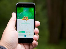Pokemon vont APP montrant un Pokemon capturé Photographie stock libre de droits