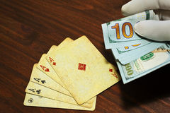 Poker bet in cash holded in a man hand Stock Photography