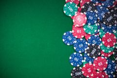 Free Poker Chips On Green Casino Table, Border Background Stock Photos - 136210963