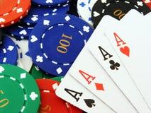poker för 4 överdängarechiper Arkivbilder