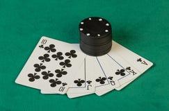 Poker gå i flisor med kort Royaltyfri Foto