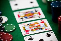 Poker gå i flisor och kort Arkivfoto