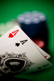 Poker gå i flisor och kort Royaltyfria Bilder