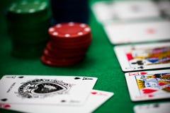 Poker gå i flisor och kort Royaltyfri Bild