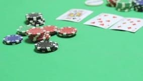 Poker molto veloce del gioco ad un casinò sotterraneo archivi video