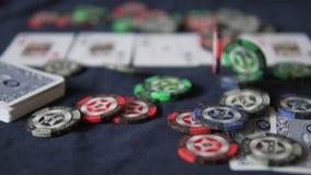 poker Na tabela de jogo é uma mão de cinco cartões É borrado video estoque