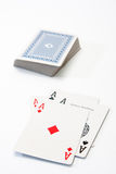 Pokerasse auf dem weißen Hintergrund Stockfotografie