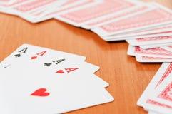 Pokerchiper och generiska spela kort Arkivfoto