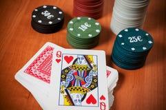 Pokerchiper och generiska spela kort Royaltyfri Fotografi