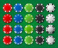 Pokerchips auf Poker-Tabelle stockfoto