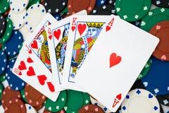 Pokerchips met kaarten stock afbeelding