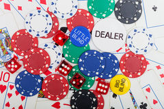 Pokerchips, Würfel und Spielkarten Lizenzfreies Stockbild