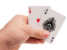 Pokergegenstände - Chips und Händlerknopf lizenzfreie stockfotos
