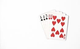 Pokerhandklassifizierung, Spielkarten des Symbolsatzes im Kasino: ein Paar, As, zwei, drei, acht auf weißem Hintergrund, Glückzus Stockfotografie