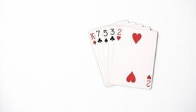 Pokerhandklassifizierung, Spielkarten des Symbolsatzes im Kasino: Höhenhand, König, sieben, fünf, drei, zwei auf weißem Hintergru Lizenzfreies Stockfoto