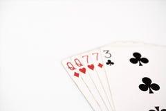 Pokerhandklassifizierung, Spielkarten des Symbolsatzes im Kasino: zwei Paare, Königin, sieben auf weißem Hintergrund, Glückzusamm Lizenzfreie Stockfotografie