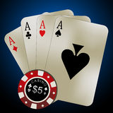 Pokerkarten - vier Asse und Chips Lizenzfreie Stockbilder