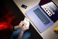 Pokerkasinospelare arkivfoto