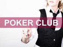 Pokerklubba som är skriftlig på den faktiska skärmen Teknologi-, internet- och nätverkandebegrepp kvinna i en svart affärsskjorta Fotografering för Bildbyråer