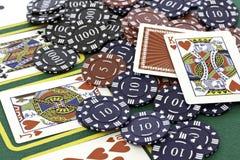 Pokerkort och chiper Arkivbilder