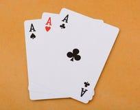 Pokerkort tre av en sortöverdängarepoker Arkivbild