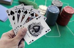 Pokerkunglig personspolning Arkivfoto