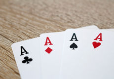 Pokerlek med överdängare, fyra av en sort Arkivbilder