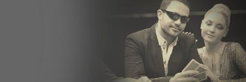 Pokerspelare i kasino royaltyfria bilder
