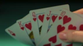 Pokerspelare som rymmer kunglig spolning, bra kombination av kort, möjlighet att segra lager videofilmer