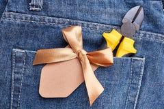 Poket das calças de brim com alicates Foto de Stock Royalty Free