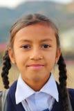 POKHARA, ΝΕΠΑΛ - 8 ΙΑΝΟΥΑΡΊΟΥ 2015: Πορτρέτο ενός σχολικού κοριτσιού με τη σχολική στολή της Στοκ φωτογραφία με δικαίωμα ελεύθερης χρήσης