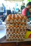POKHARA, ΝΕΠΑΛ ΣΤΙΣ 10 ΟΚΤΩΒΡΊΟΥ 2017: Κλείστε επάνω του κάδου αυγών σε ένα δημόσιο εστιατόριο σε Pokhara, Νεπάλ Στοκ Εικόνες