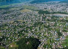 pokhara του Νεπάλ 28 Σεπτεμβρίου 2008: Πυροβολισμός Pokhara από το ύψος της πτήσης πουλιών στοκ εικόνα με δικαίωμα ελεύθερης χρήσης