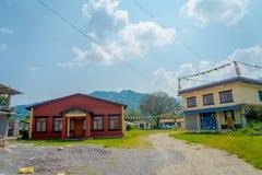 POKHARA, НЕПАЛ - 6-ОЕ ОКТЯБРЯ 2017: Внешний взгляд здания комнаты выставки ковра общины в Катманду Непале Стоковая Фотография RF