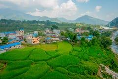 POKHARA NEPAL - OKTOBER 06 2017: Den flyg- sikten av staden med några byggnader, var lokaliseras den Sakya kloster, är a Arkivfoton