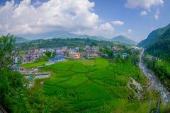 POKHARA NEPAL - OKTOBER 06 2017: Den flyg- sikten av staden med några byggnader, var lokaliseras den Sakya kloster, är a Royaltyfri Fotografi