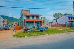 POKHARA NEPAL - OKTOBER 06 2017: Utomhus- sikt av några gamla byggnader av staden som lokaliseras i Nepal Royaltyfri Fotografi