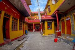 POKHARA NEPAL, PAŹDZIERNIK, - 06 2017: Salowy widok Tybetańska uchodźca ugoda w Nepal Zdjęcia Stock
