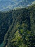 Pokhara, Nepal 28 September 2008: Het schieten van Pokhara en groene rijstterrassen van het Himalayagebergte van vogel` een s-oog royalty-vrije stock fotografie