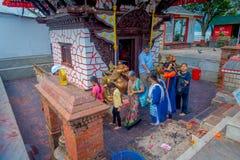 POKHARA NEPAL, WRZESIEŃ, - 04, 2017: Niezidentyfikowani ludzie chodzi wokoło Tal Barahi świątynia, lokalizować przy centrum Fotografia Royalty Free