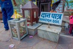 POKHARA NEPAL, WRZESIEŃ, - 04, 2017: Pouczający znak Tal Barahi świątynia, lokalizować przy centrum Phewa jezioro, jest Obrazy Stock