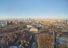 Памятник победы Парк победы на Poklonnaya Gora холм Poklonnay Вид с воздуха городского пейзажа стоковое изображение rf