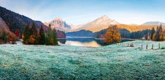 Pokojowy jesień widok na Obersee jeziorze w Szwajcarskich Alps obraz stock