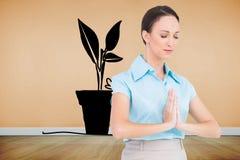 Pokojowy młody bizneswomanu modlenie Zdjęcia Stock